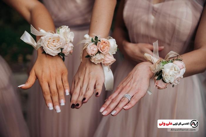 دستبند گل آرایی شده