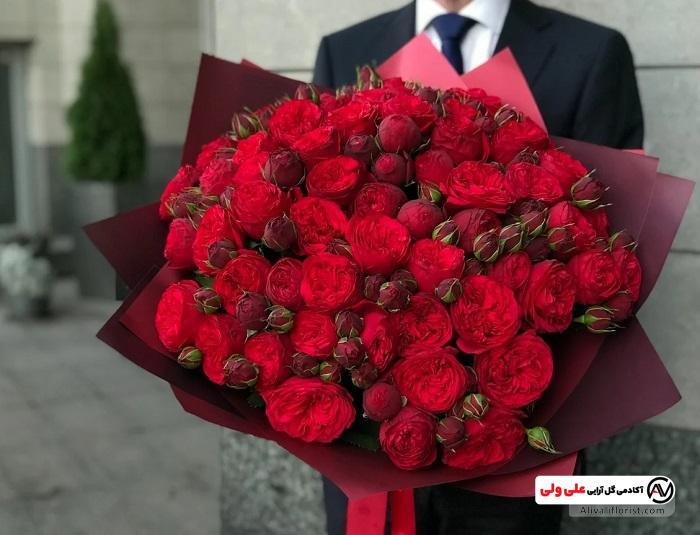 گل های رز در مراسم خواستگاری