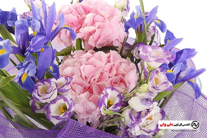 گل های لیسیانتوس در دسته گل