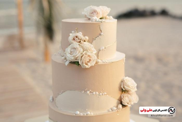 دیزاین کیک با گل رز