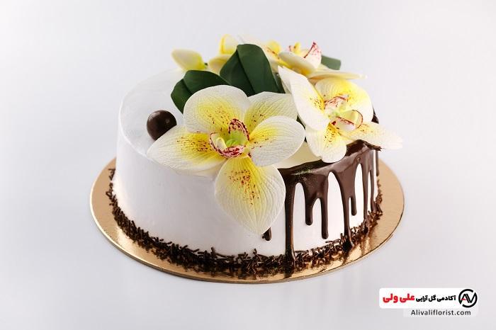 دیزاین کیک با گل های طبیعی